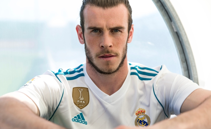 Gareth Bale in the 2017 18 Real Madrid home shirt